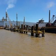 Dolfins para barcaças em execução - Obras Portuárias Belov