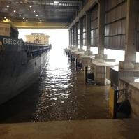 Dolfins para barcaças num cais coberto - Obras Portuárias Belov