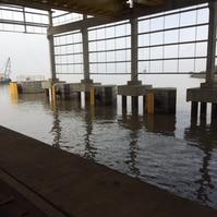 Darsena com galpão coberto - contenção em combwall e dolfins - Obras Portuárias Belov