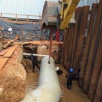 Instalação de tubulação de drenagem industrial - Obras Civis Subaquáticas Belov
